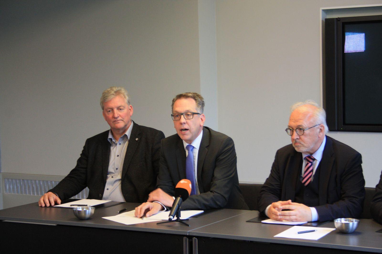 Wilfried Kley (VKA), Dr. Dirk Tenzer (VKA), Rudolf Henke (MB)