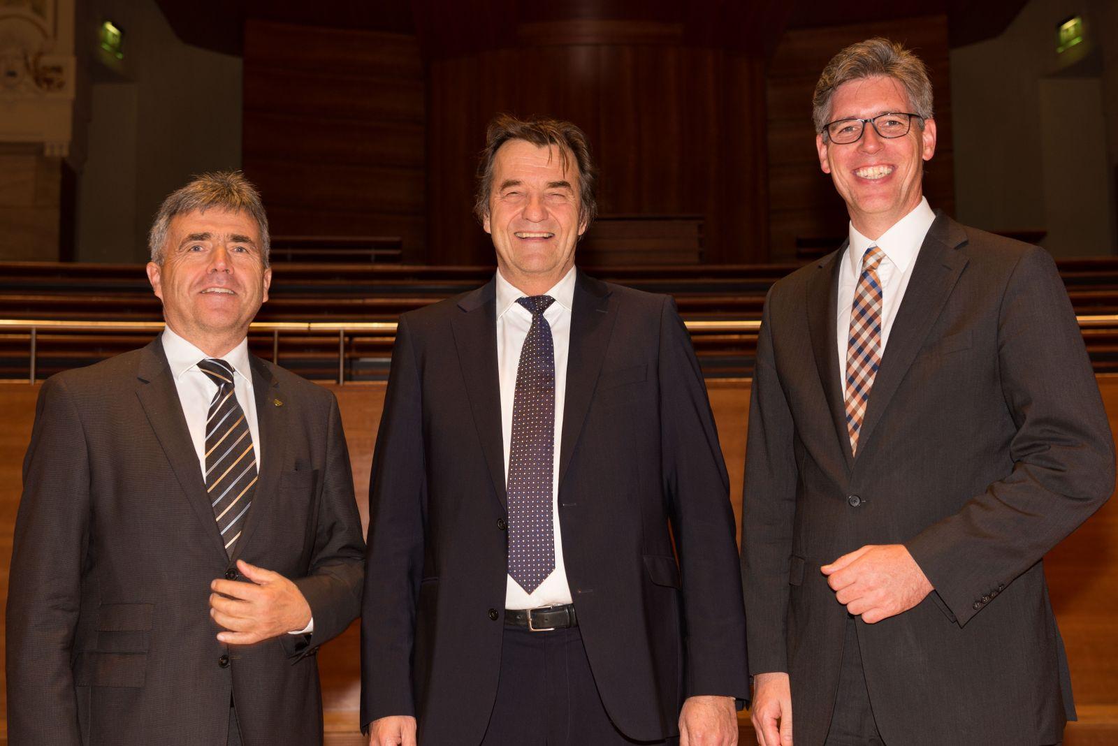 VKA-Präsident Dr. Thomas Böhle mit Landrat Michael Harig (links) und Oberbürgermeister Marcel Philipp.